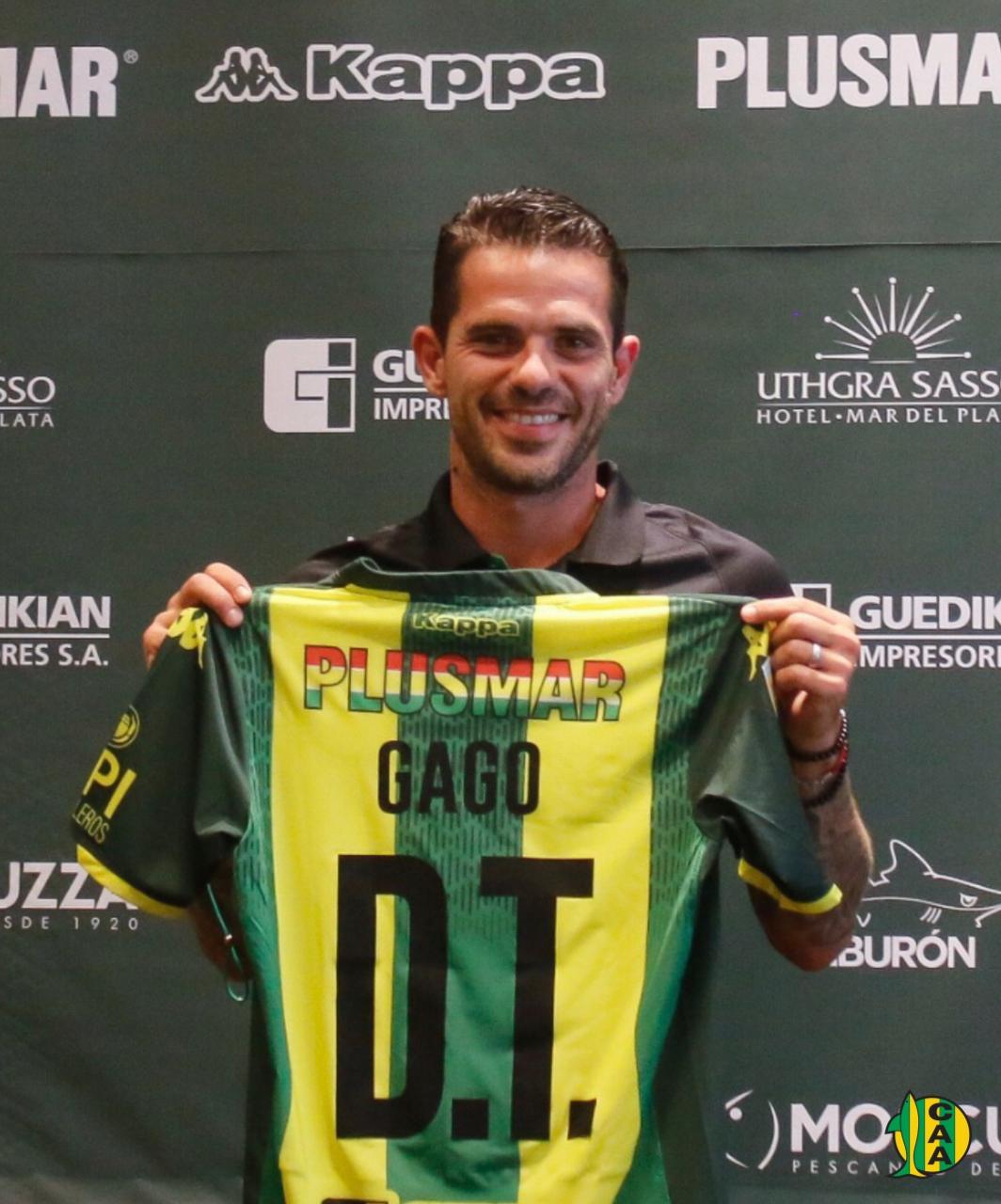 Fernando Gago fue presentado como nuevo DT